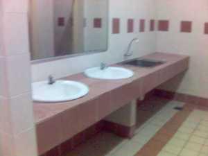 haha singki dgn tmpt basuh baju.. toilet x pyh laa..