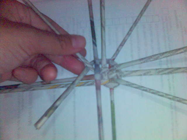 beginilah ia akan kelihatan. jejari-jejari batang surat khabar akan ...